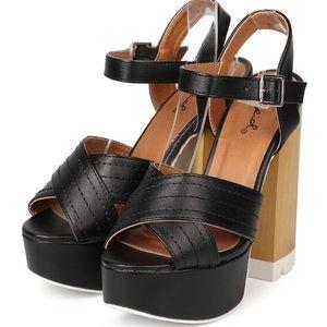 Qupid canny black 6.5 (6 leatherette Heel Platform